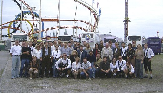 ausflug_2003_oktoberfest_gruppenfoto